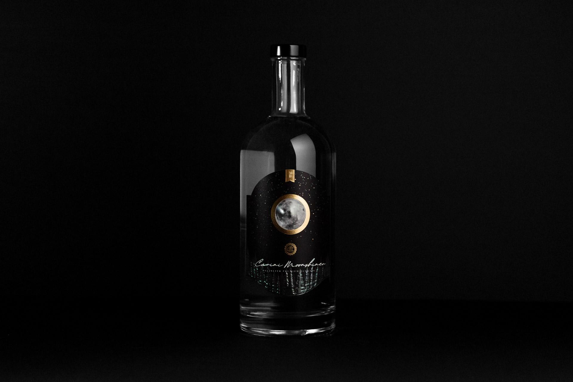 Carini Moonshiner, Etikettendesign auf Flasche, Bernhard Hafele, Vincent Hehle, viergestalten