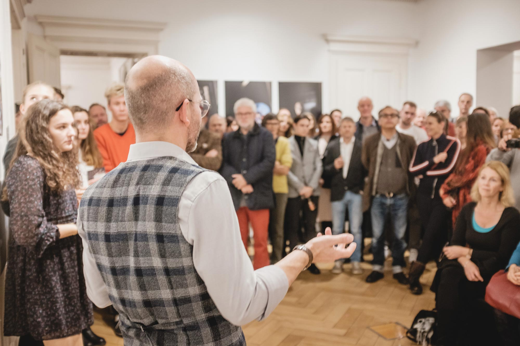 Ausstellungseröffnung durch Obmann Matthias Weissengruber – Bernhard Hafele, viergestalten